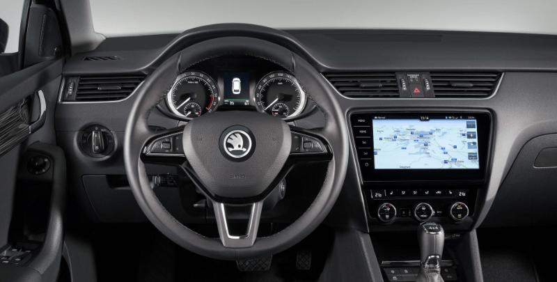 Skoda Octavia - Steering Wheel + Infotainment System-min